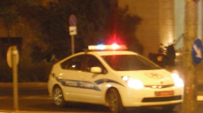 """דר רחוב נעצר בחשד שהציץ לחלון דירתה של תושבת ת""""א"""